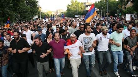Армянский народ не принял идею пожизненного правителя